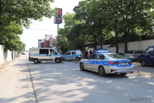 Opole. Akcja policji na ulicy Kępskiej. Uzbrojony mężczyzna miał się zabarykadować w mieszkaniu