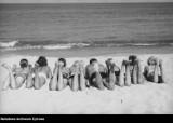 Świat bez parawanów. Gdzie się podziały tamte plaże? Niezwykłe zdjęcia z Narodowego Archiwum Cyfrowego