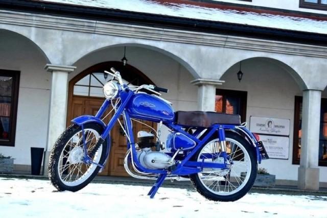 Motocykl WSK M06 z 1958 roku na aukcje WOŚP przekazał grupa BeskidMoto