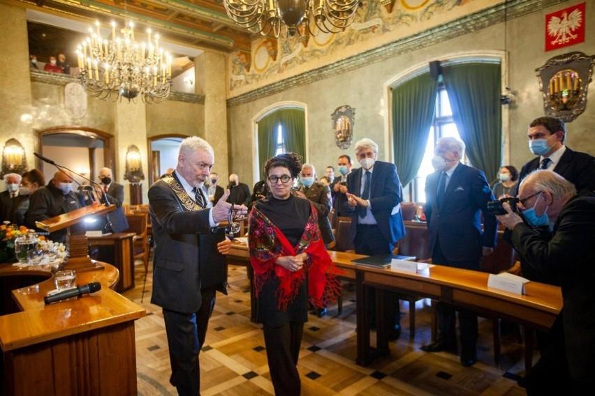 """Olga Tokarczuk honorową obywatelką Krakowa. """"W jakimś sensie już byłam krakowianką"""""""