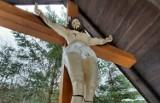Chrystus bez nóg. Uszkodzona figura z kaplicy w Cichej Dolinie
