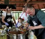 Dzikie jadło w Lesie Winiarskim, czyli smaczne warsztaty Nadleśnictwa Kalisz. ZDJĘCIA