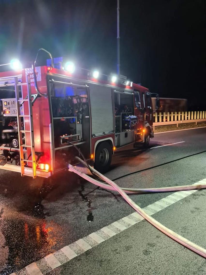 Gmina Pruszcz Gdański. Płonący samochód na S7 w Borkowie |ZDJĘCIA