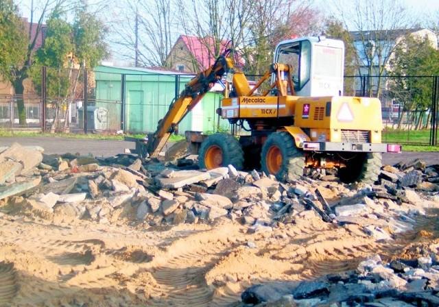 Budowa boiska wielofunkcyjnego o sztucznej nawierzchni przy ul. Komorowskiej już się rozpoczęła