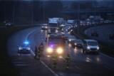Katowice: Wypadek na DTŚ. Zderzenie jaguara z mercedesem przy Mazaku. Utrudnienia i korek na średnicówce