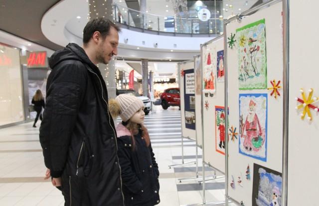 Wystawa prac uczniów Specjalnego Ośrodka Szkolno-Wychowawczego w galerii Focus Mall w Piotrkowie