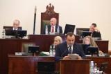 Budżet województwa śląskiego na rok 2021. Marszałek chwalił się wydatkami na inwestycje, opozycja wątpiła, ale nie głosowała przeciw