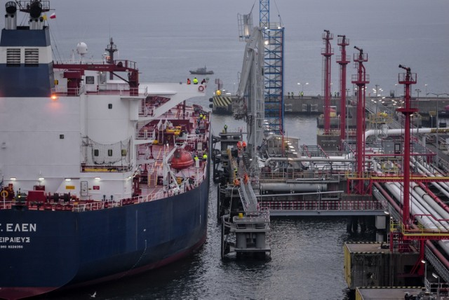 Baza Paliw Płynnych w Porcie Gdańsk ma już 45 lat. Na zdjęciu Naftoport i pierwszy transport amerykańskiej ropy naftowej dla Grupy Lotos. 9.11.2017 r.