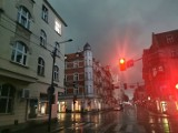 Katowice zalane po nocnej nawałnicy. Porywisty wiatr wyrywał dachówki, łamał drzewa