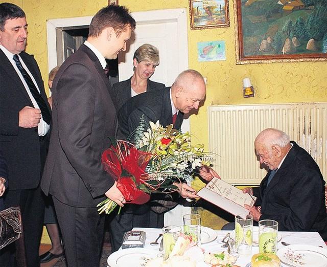14 lutego najstarszy mieszkaniec Brzezin Roman Kruś obchodził 105. urodziny.