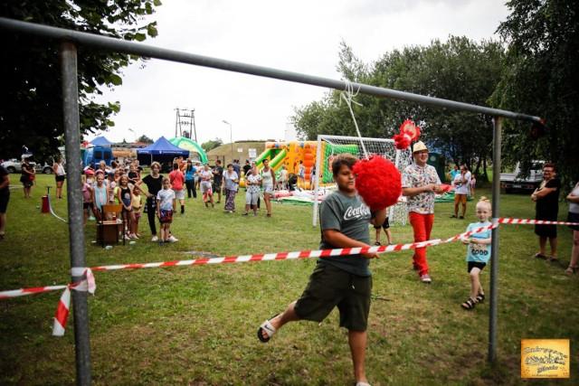 Dzieci miały niezłą zabawę podczas pikniku sołeckiego w Wieruszewie.[ W trakcie festynu odbyła się  zbiórka charytatywna dla małego Fabianka.