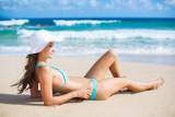 Ciesz się gładkimi udami na plaży. Jak pozbyć się cellulitu?