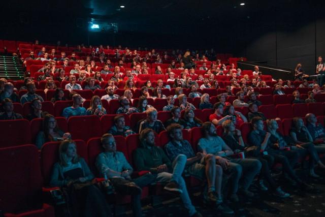"""Kinomaniacy będą mogli obejrzeć oscarowy film """"Na rauszu"""", czy słynną na całym świecie bijatykę opartą na grze komputerowej - """"Mortal Kombat""""."""
