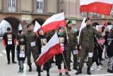 Biegacze uczcili pamięć Żołnierzy Wyklętych we Władysławowie. Dorośli, dzieci oraz wojskowi przebiegli 1963 metry [galeria zdjęć]