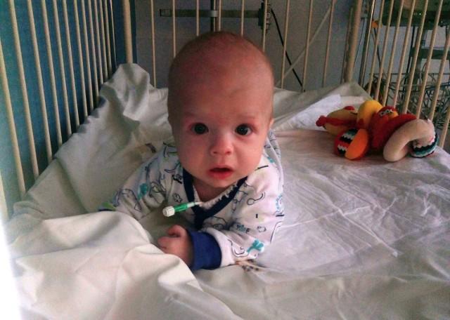 Antoś Kuc choruje na neuroblastomę. Od urodzenia mieszka w klinice.