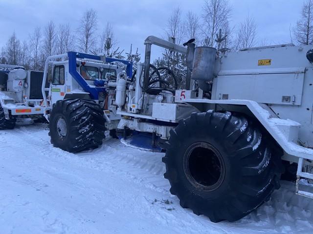 Monster-trucki w podszczecineckim lesie, czyli specjalistyczny sprzęt do poszukiwań podziemnych złóż