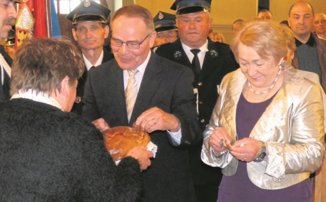 Mistrzu, witaj w domu. 11 maja 2014 roku Józef Grudzień, wraz z żoną Ireną, świętował w rodzinnym Piasku Wielkim podwójny jubileusz.