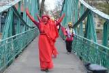 Protest klimatyczny w Opolu. Czerwone Wdowy przeszły w niedzielę przez miasto