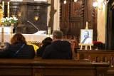 Przyjaciele i bliscy pożegnali Dariusza Gnatowskiego. W kościele na Skałce odbyła się msza żałobna w intencji artysty [ZDJĘCIA]