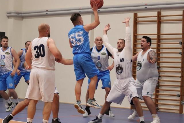 W Basket OSiR Lidze walczą koszykarze z trzech miast