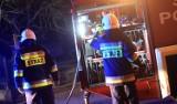 Cieszyn: Pożar kamienicy przy ul. Zamkowej. Strażacy ewakuowali z mieszkania rodzinę i psiaka