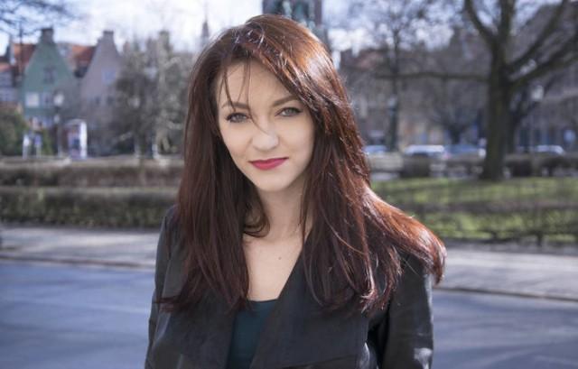 Stand-uperka i organizatorka imprez komediowych.Na scenie od 2013 roku. Zaczynała w grupie Comedy Lab w Krakowie.Prezentuje ostre i bezlitosne poczucie humoru połączone z kobiecym wdziękiem. Pochodzi z Częstochowy, mieszka w Pruszczu Gdańskim.
