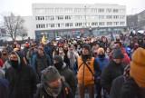 """Protest przeciw działaniom policji w Face2Face w Rybniku WIDEO Właściciele o akcji policji: """"Atakowali klientów"""""""