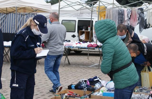 Kolejne obostrzenia mają dotyczyć między innymi nauczania w szkołach podstawowych. Ponadto wyregulowana ma zostać budząca kontrowersje kwestia noszenia maseczek. Cała Polska ma też zostać objęta czerwoną strefą.