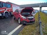 Zderzenie trzech samochodów na autostradzie A1 w Sarnowie