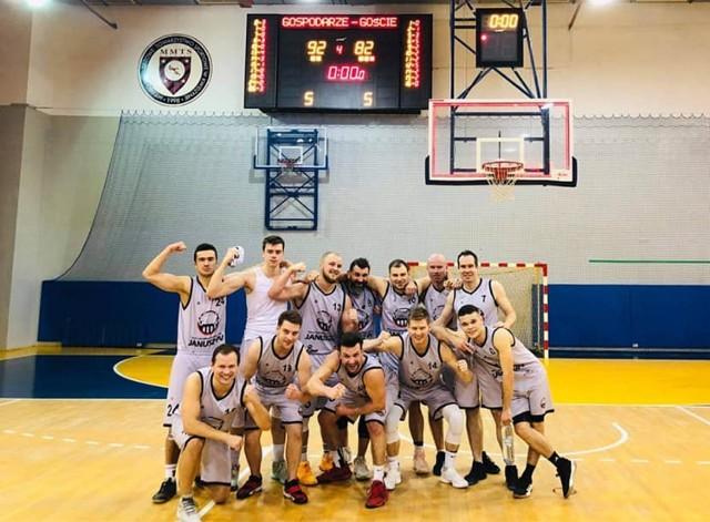 Drugi zespół MTS Basket Kwidzyn po trzech spotkaniach ligowych nadal pozostaje niepokonany