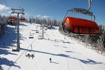 Białe szaleństwo w Polsce. Te miejsca to raj dla narciarzy, snowboardzistów i dzieci