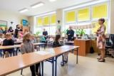 Koronawirus w szkołach - zakażeń przybywa, uczniowie i nauczyciele na kwarantannach, coraz niższa frekwencja