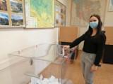 Mieszkańcy gminy Grodzisk spełniają obywatelski obowiązek i głosują w wyborach