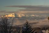 Krynica-Zdrój. Z Jaworzyny Krynickiej można podziwiać ośnieżone szczyty Tatr. Towarzyszył temu niesamowity wschód słońca [ZDJĘCIA]