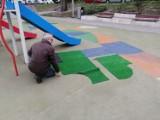 Łatanie placu zabaw w centrum Goleniowa. Ale będzie większa wymiana