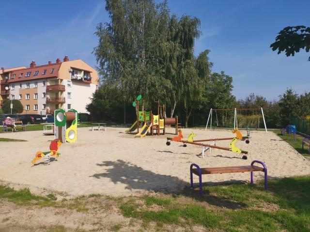 Plac zabaw na osiedlu przy ulicy Wybickiego jest już do dyspozycji najmłodszych mieszkańców oraz ich opiekunów.