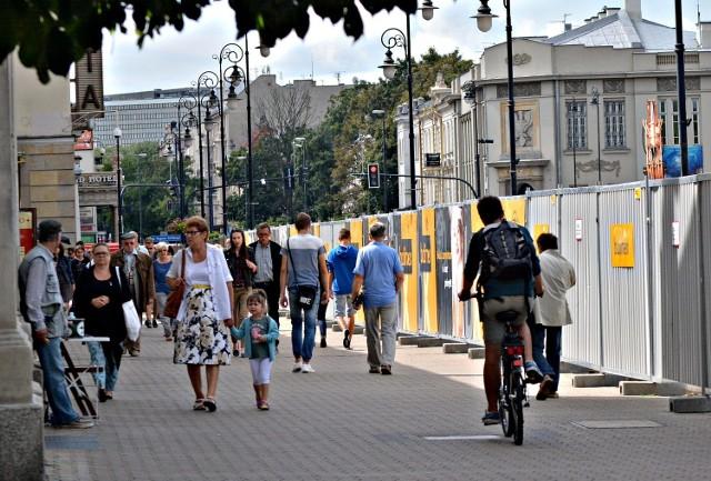 Przez najbliższe trzy miesiące nie będzie przejścia Krakowskim Przedmieściem od deptaka do skrzyżowania z Kołłątaja i 3 Maja.