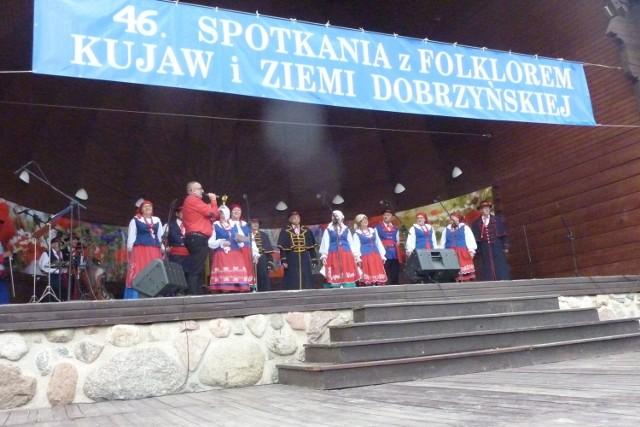 Pogoda kaprysiła, ale w muszli koncertowej w Parku Zdrojowym w Ciechocinku jak co roku od 46 lat rozpoczęły się Spotkania z Folklorem Kujaw i Ziemi Dobrzyńskiej.