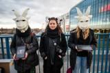 Poznań: Protest przeciwko znanej marce odzieżowej. Chcą, żeby sieć Reserved zrezygnowała z kaszmiru