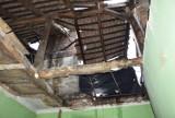 Zawalił się dach budynku przy Batorego 54. Miasto ruszyło z pomocą ZDJĘCIA