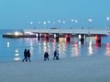 Pierwszy grudniowy weekend w Kołobrzegu. Spacer po plaży centralnej i molo