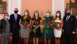 Przyznano nominacje i awanse dla jarosławskich nauczycieli