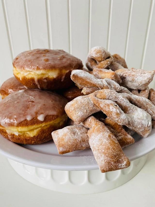 Tłusty czwartek 2021 w Zduńskiej Woli. Podpowiadamy, jak zrobić pączki i gdzie kupić słodkości