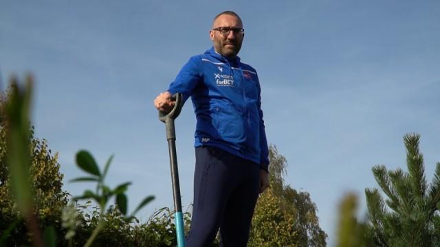 Trener Marek Papszun jako pierwszy posadził drzewo w ramach nowej akcji Rakowa Częstochowa