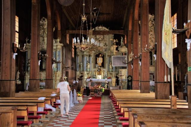 Wnętrze zabytkowego kościoła w Górecku Kościelnym