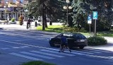 Blisko kolejnego tragicznego potrącenia w Krośnie Odrzańskim. Pędzące auto minęło o włos ojca z synem, którzy przechodzili przez pasy