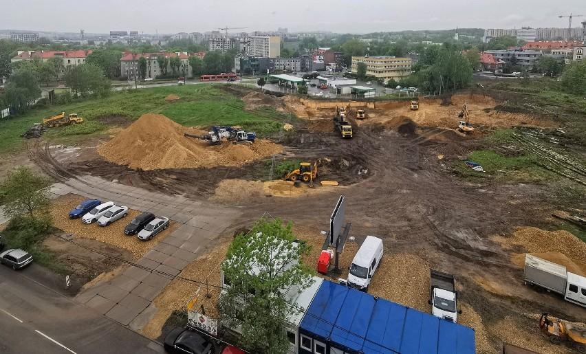Budowa wieżowca na pętli Słonecznej, maj 2021