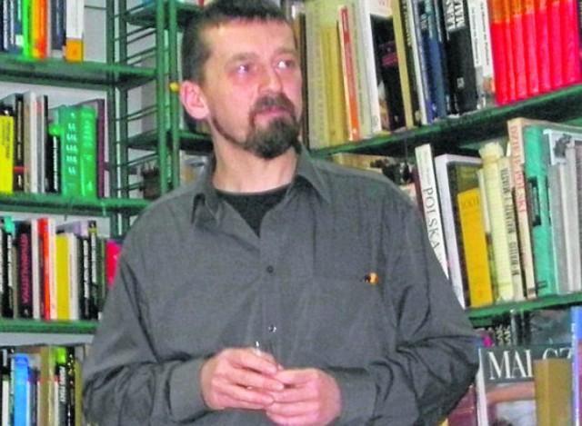 Mariusz Zielke - pisarz, dziennikarz, człowiek o  wielu twarzach - spotkał się z czytelnikami w Bibliotece Publicznej w Busku-Zdroju.