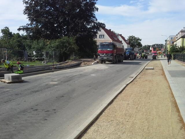 W piątek rano trwały prace przy budowie nowego przystanku autobusowego, który zmienia dotychczasową lokalizację