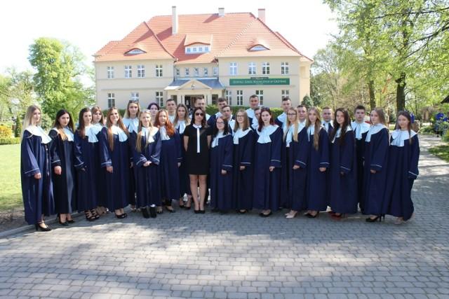 Podejrzeliśmy zakończenie szkoły maturzystów z Zespołu Szkół Rolniczych w Grzybnie